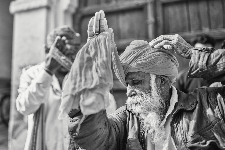 A few men bind their turban in the morning (India/ Jodhpur) Copyright: Daniel Hofmann