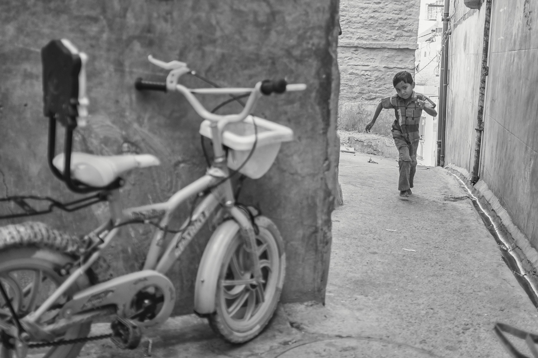 Boy in Jodhpur looking for his bike. - Copyright: Daniel Hofmann