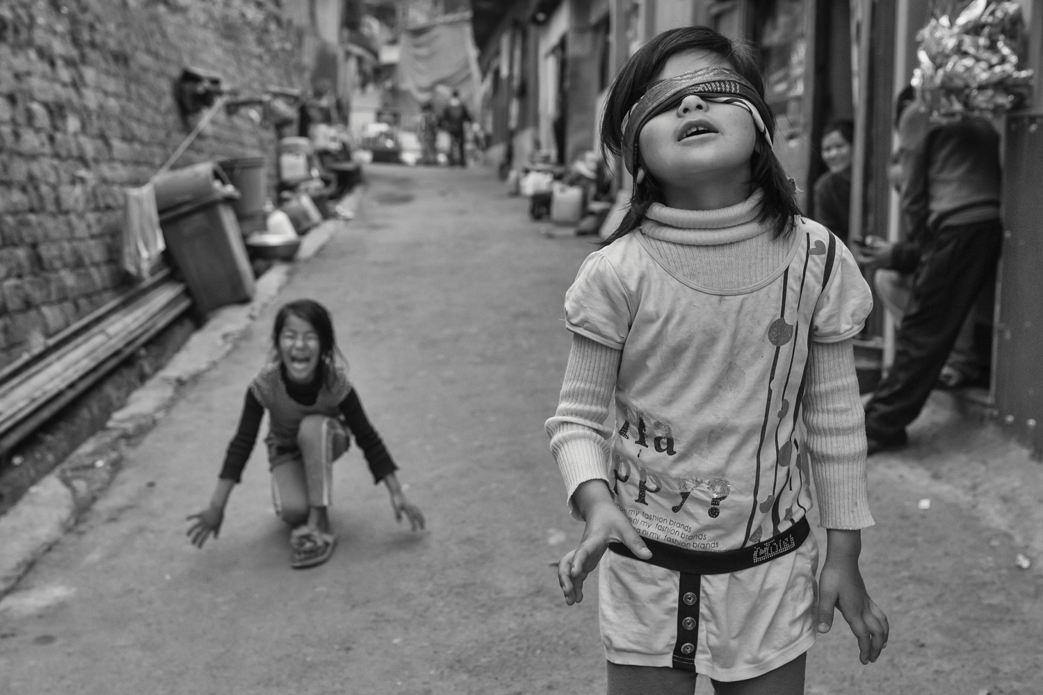 Children playing a game in the streets of Darjeeling (India).