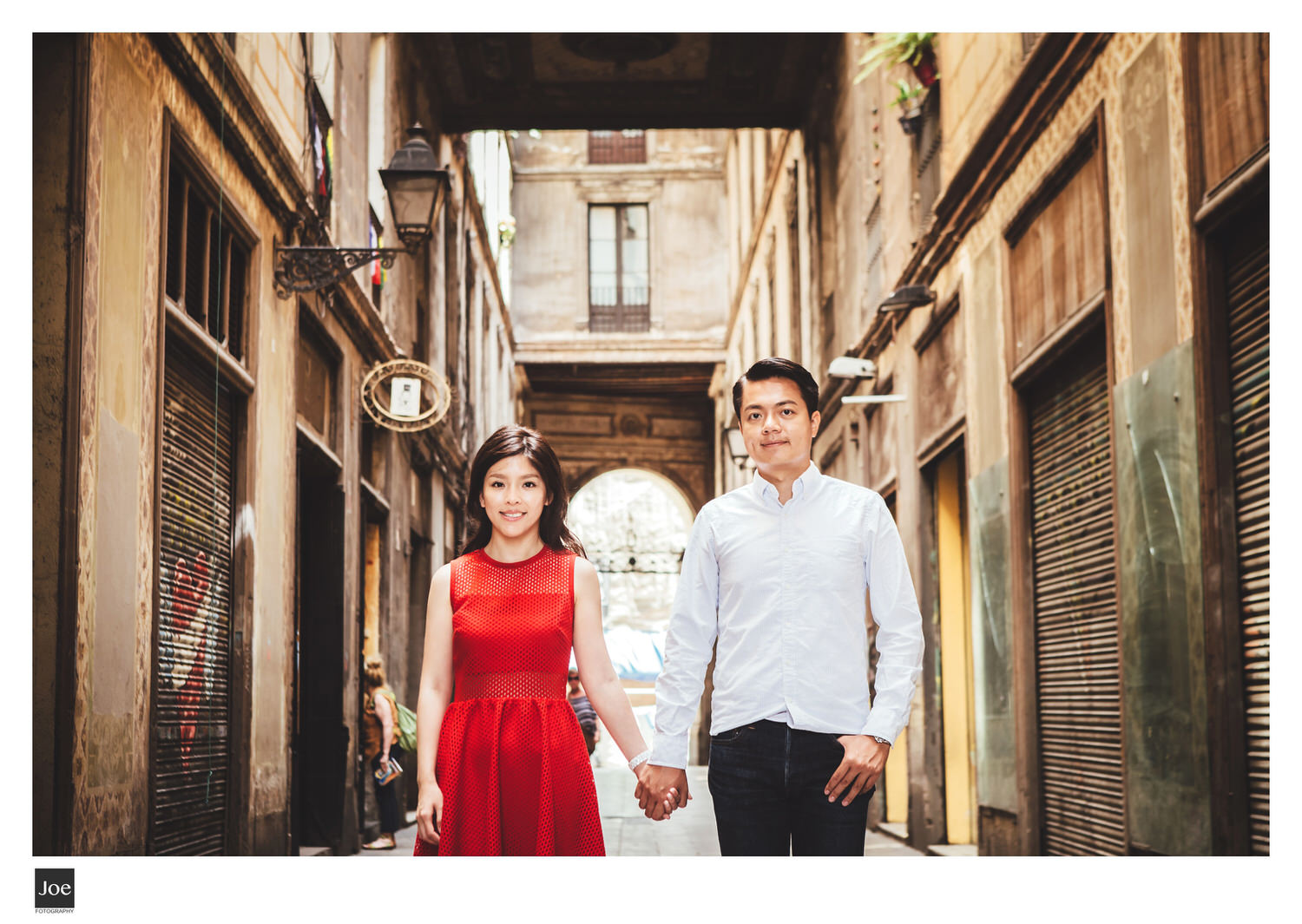 joe-fotography-62-barcelona-federal-cafe-barcelona-gotic-pre-wedding-linda-colin.jpg