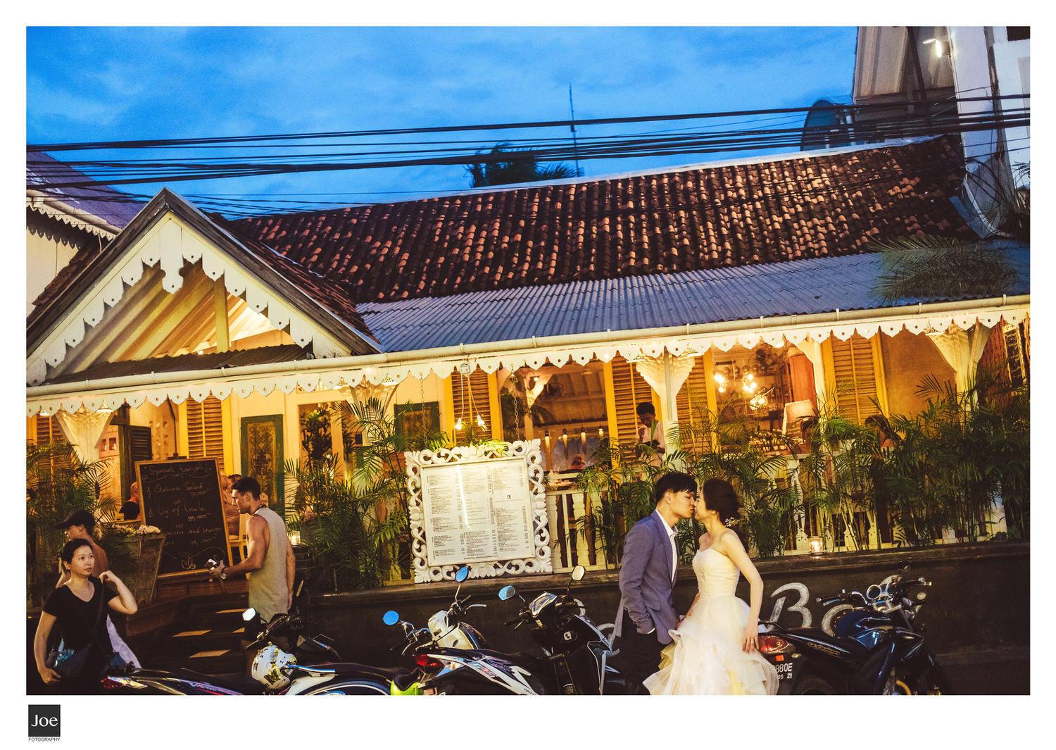 joe-fotography-45-bali-the-library-coffee-kitchen-bar-pre-wedding-amelie.jpg