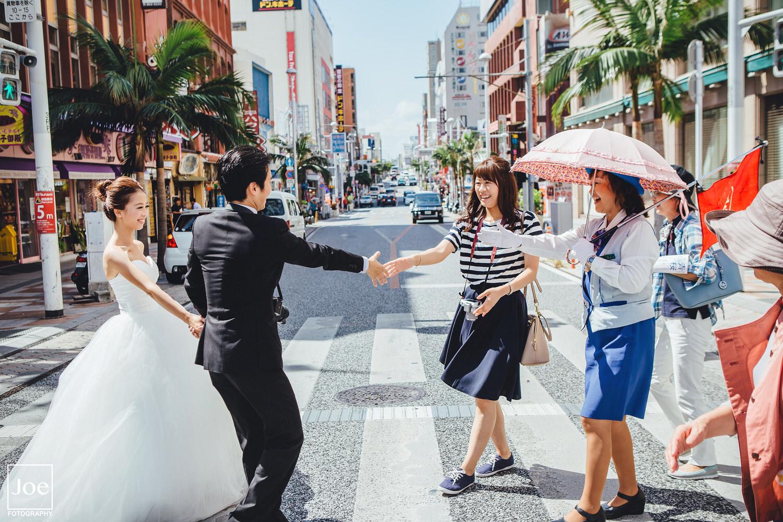 12-okinawa-kokusai-dori-pre-wedding-melody-amigo-joe-fotography.jpg