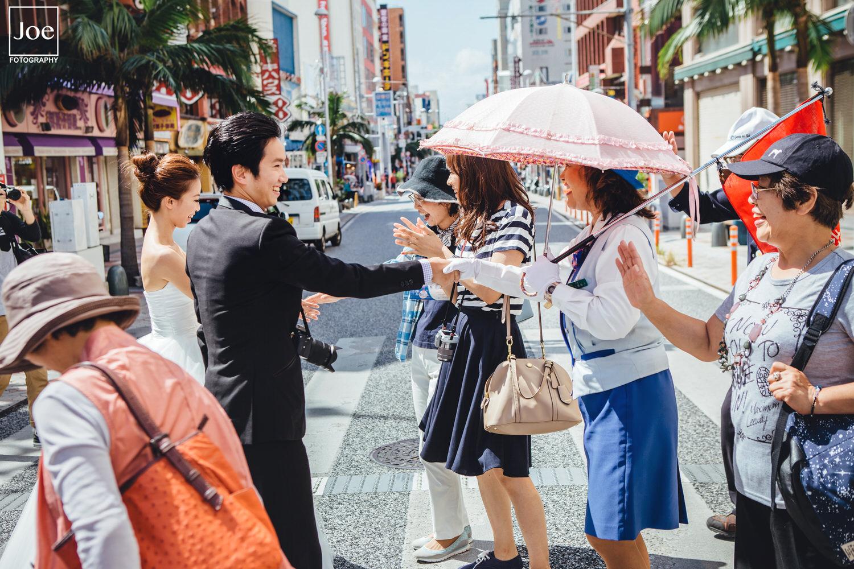 13-okinawa-kokusai-dori-pre-wedding-melody-amigo-joe-fotography.jpg