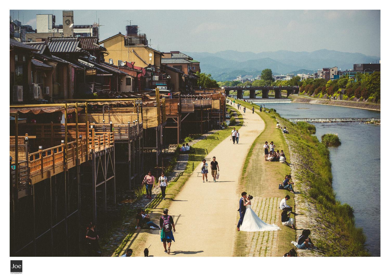 鴨川  河堤旁是個適合散步、騎腳踏車、談情說愛的好地方。