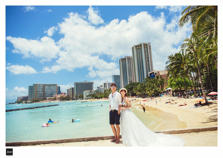 正中午的  Waikiki Beach