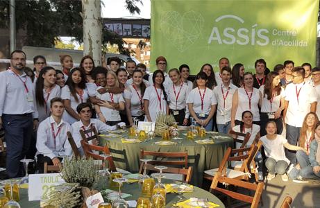 Alumnes i professorat participen a l'anterior edició del Sopar Solidari d'ASSÍS.