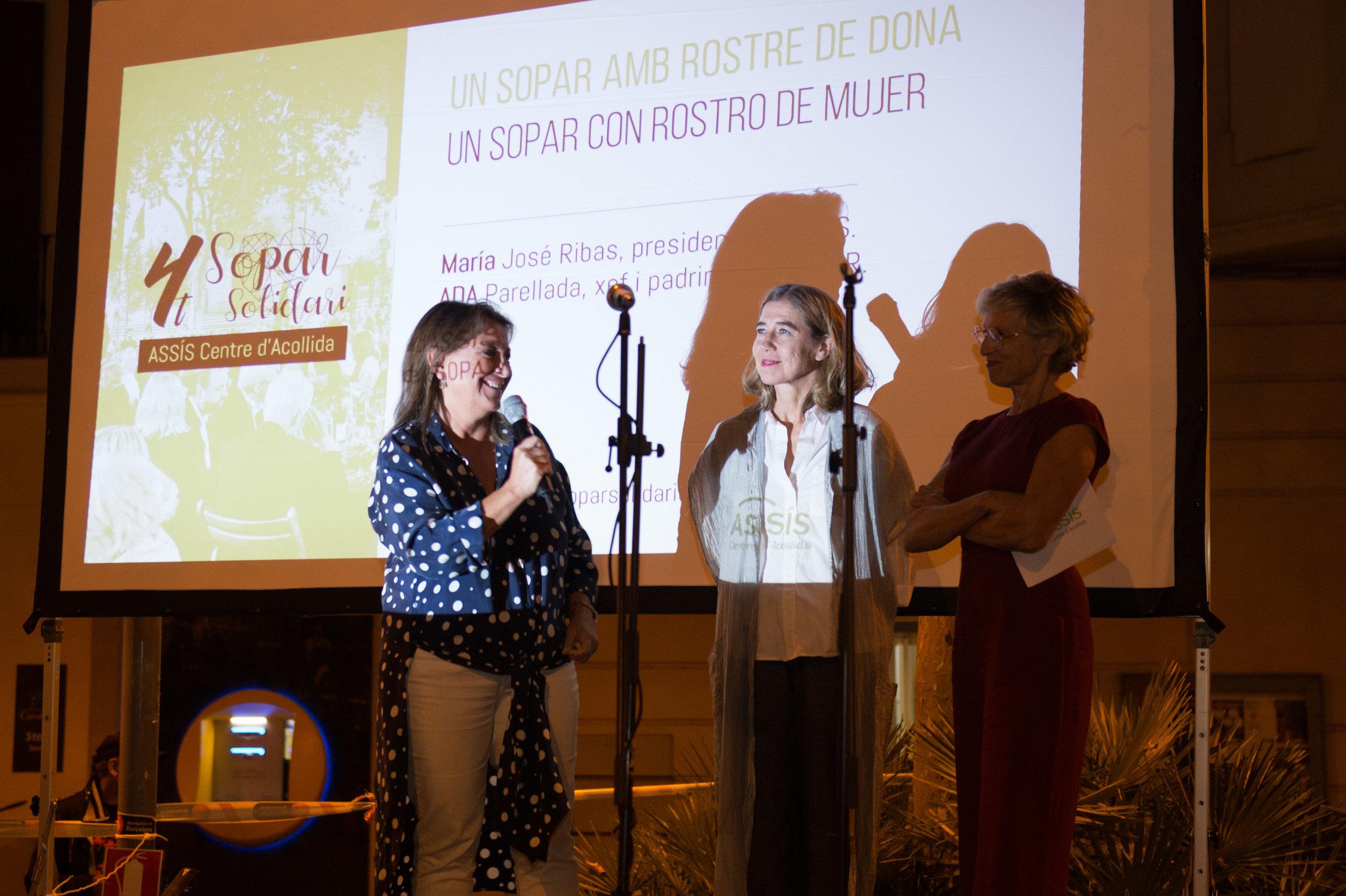 D'esquerra a dreta: Maria José Ribas (presdenta d'ASSÍS); Ada Parellada (reconeguda xef i padrina del SOPAR) i Pete Soler (periodista i conductora del SOPAR).