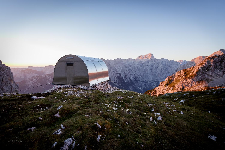 Bivak II na Jezerih s fantastičnim razgledom na severno steno Triglava in najvišji vrh Slovenije.