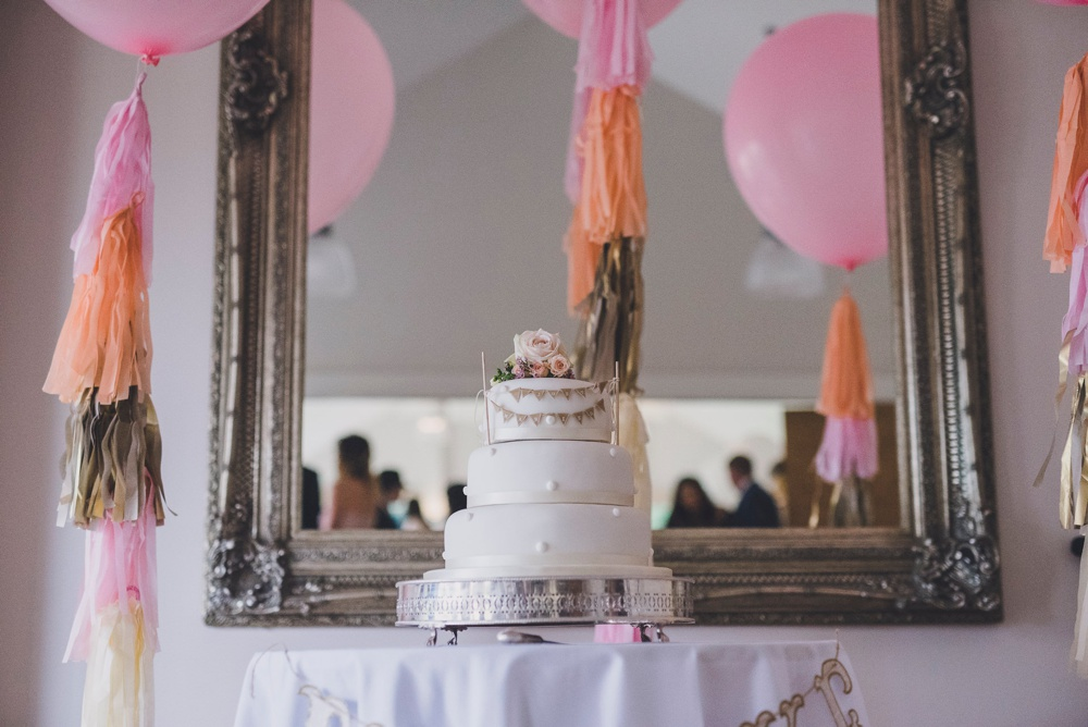 naked cake wasing park berkshire wedding photograper