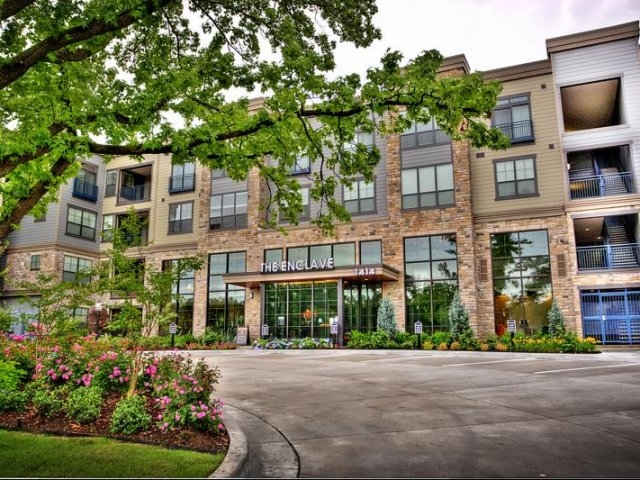 A mid-rise community made up of 240 luxury home apartments. Located in the heart of Tulsa's Brookside neighborhood. Embrace a live, work, play, & shop lifestyle. 1414 East 39th St.