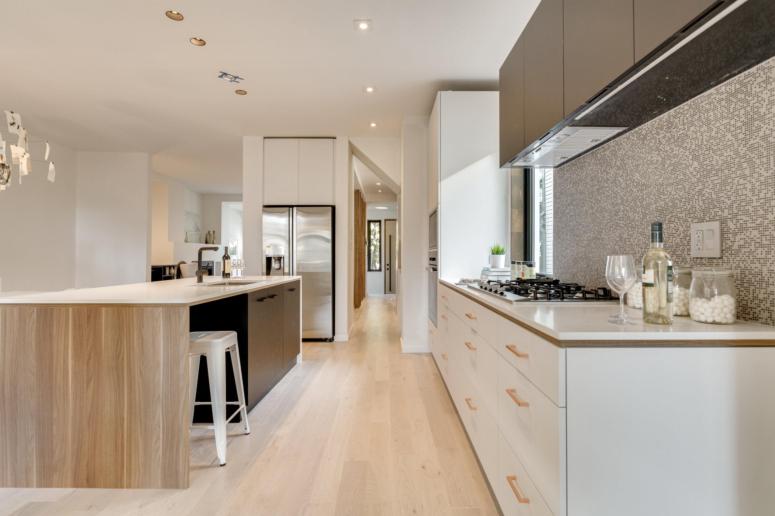 Clean Kitchen Design - Toronto Home Staging