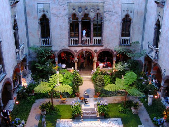 courtyard.promptoguides.jpg
