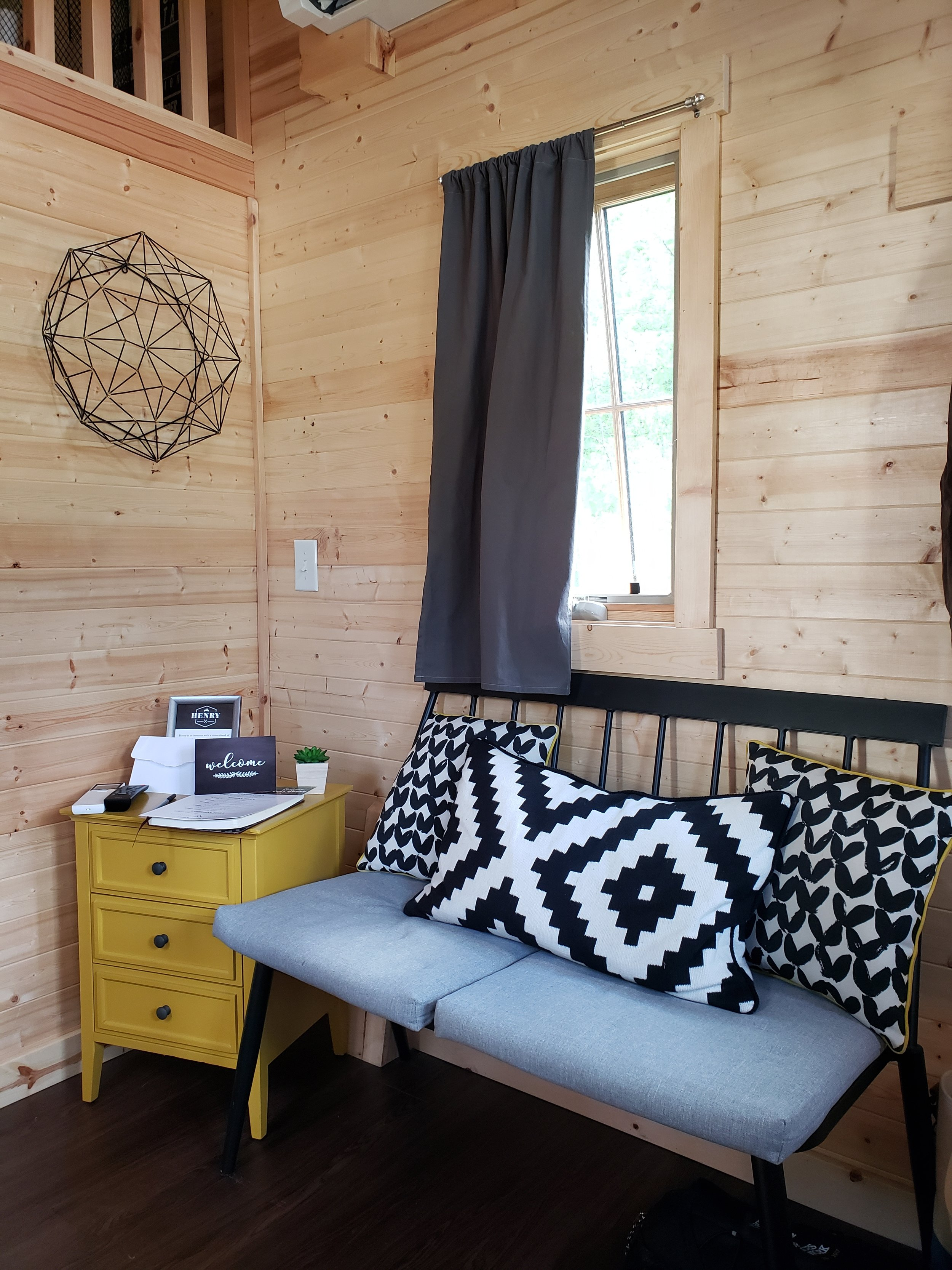 tinyhouselivingroom.jpg
