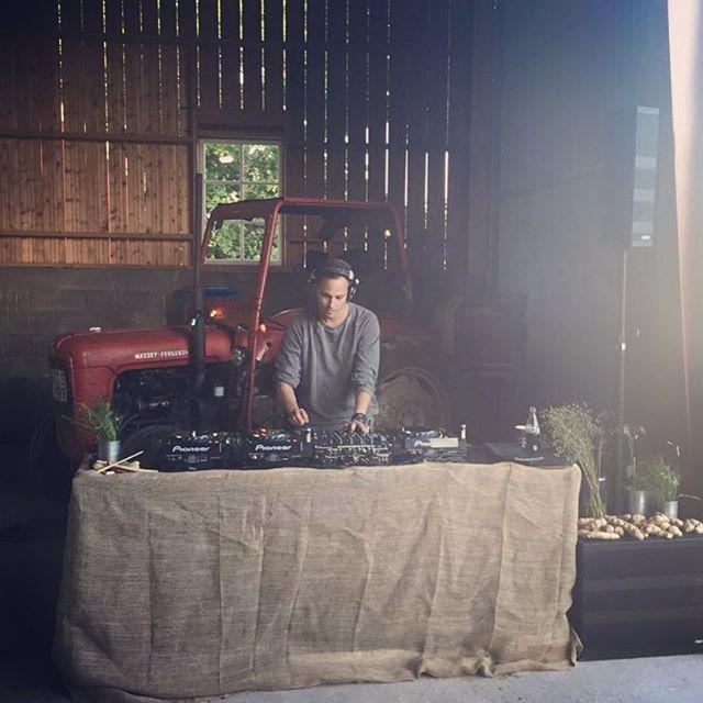DJ i Bänatorp #gårdsmiddag #scan #restaurangtoso