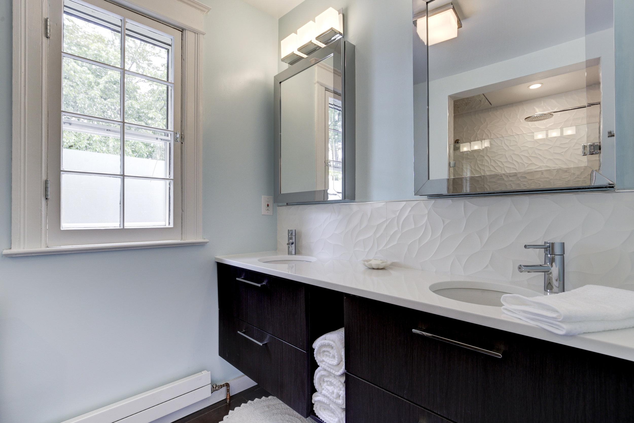 1846 Kenyon Bathroom 1.jpg