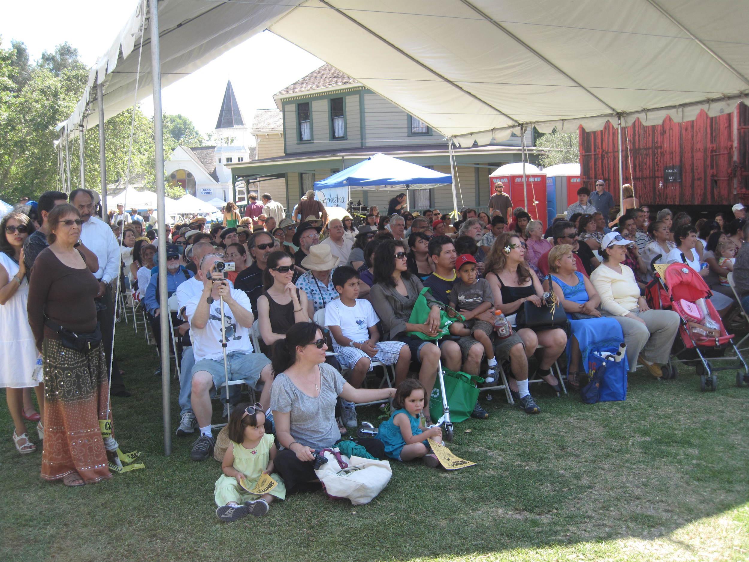 2010.crowd.IMG_0075.JPG
