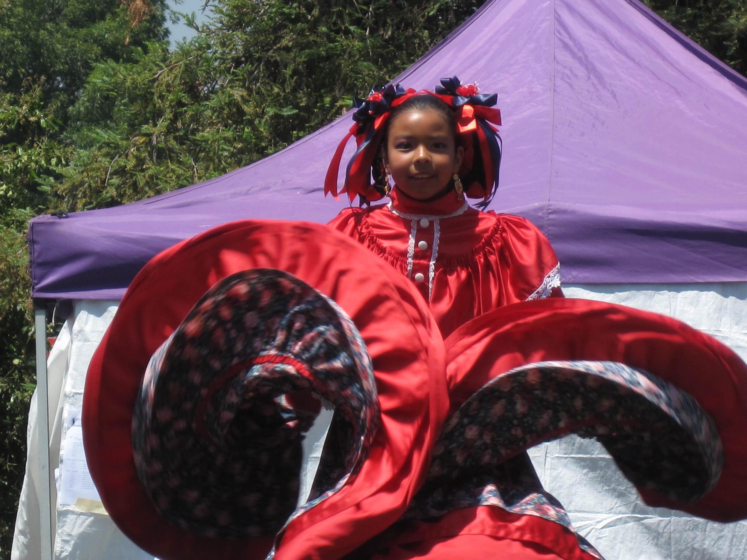 2010.folkloricdancerIMG_0048.JPG