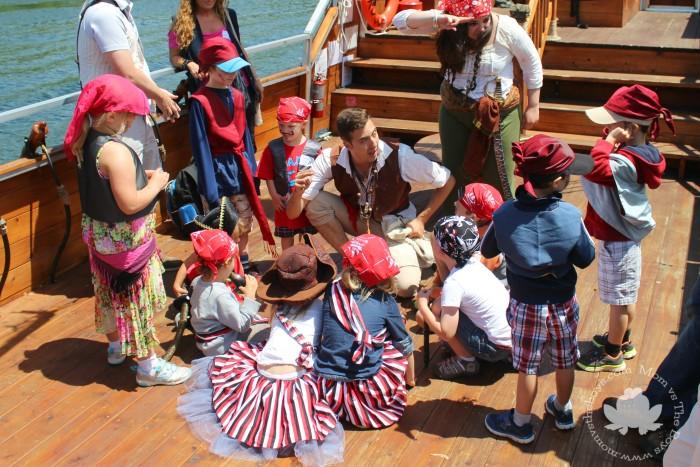 kids-gathered-pm-700x467-1.jpg