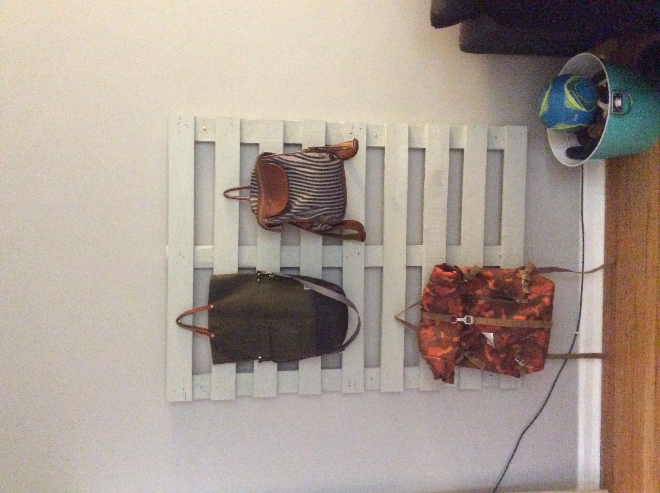 Wall hanging pallet