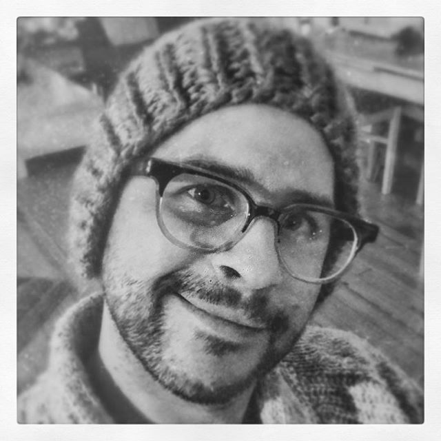 Xmas night headshot.  #zerp @poetinthepantry custom knitted hat circa 2017. #headshot #iphoneheadshot #enlightapp #filters #filtersgalore #lotsoffilters #idontresllylookthisgood #money #lotsofmoney #bejamins #sexsells