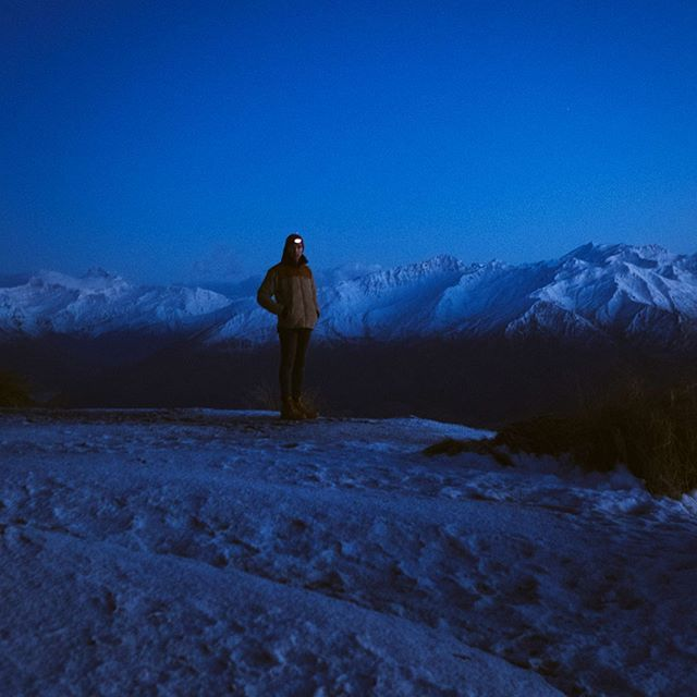 3:30am wake up call and a very icy ascent but we made it to the top of Roy's peak! Never been so cold but so stoked to have made it. Had the whole place to ourselves a tonne more photos incoming 🤙