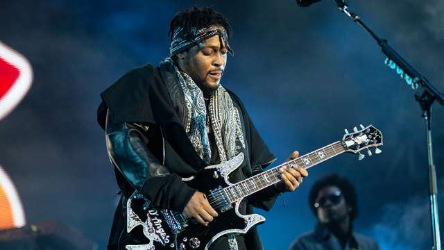 D'Angelo playing live