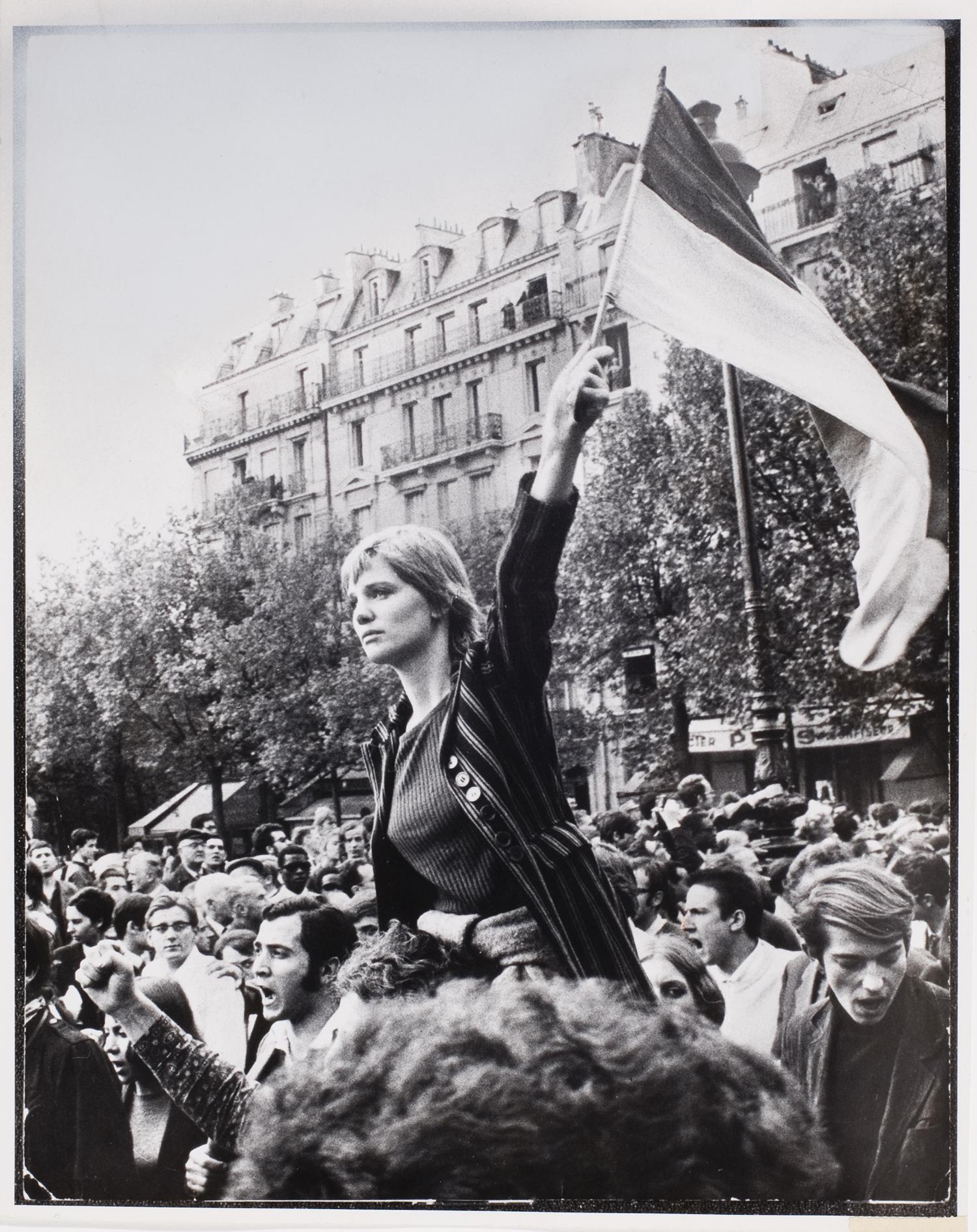 Jean-Pierre Rey, [Girl waving flag in crowd during general strike, Paris], May 1968