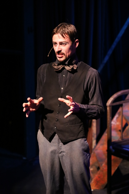 Todd Schaefer as Macheath in New Line's production