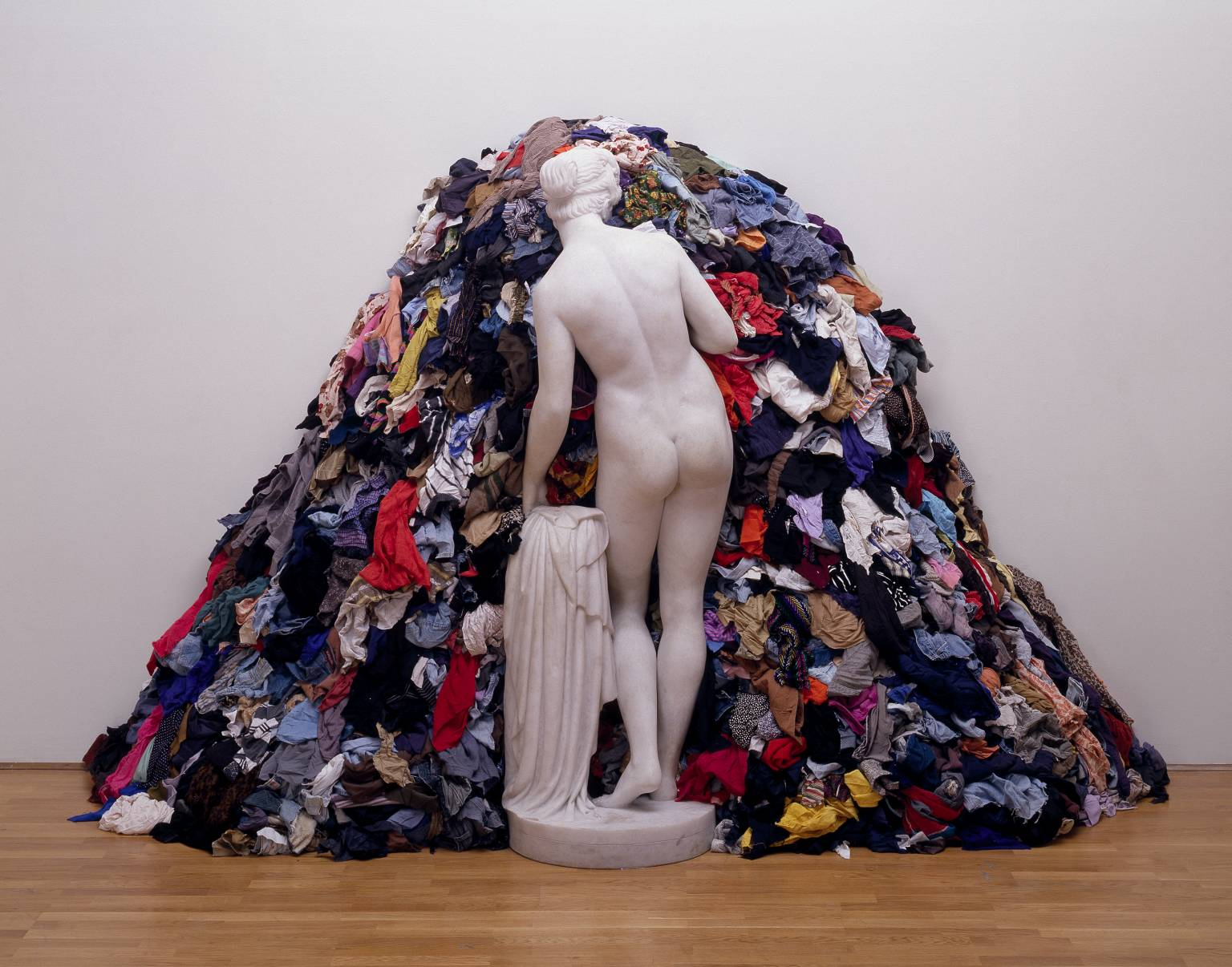 Arte Povera: Michelangelo Pistoletto,  Venus of Rags , 1967. Pistoleto contrasts the common rags of the poor with a recreation of a classical Venus statue