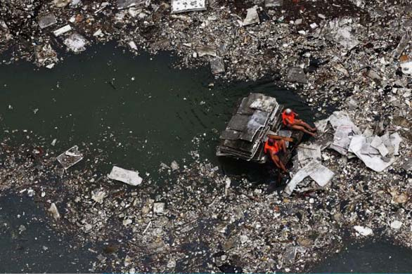 A polluted Yangtze River.