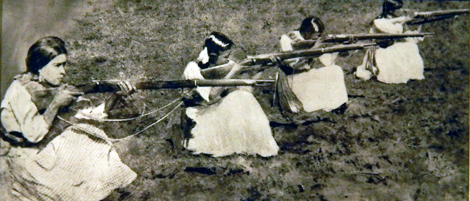 Casasola,  Soldaderas ready to fire at the forces of Jose Ines Chavez Garcia  (Mexico, 1914)