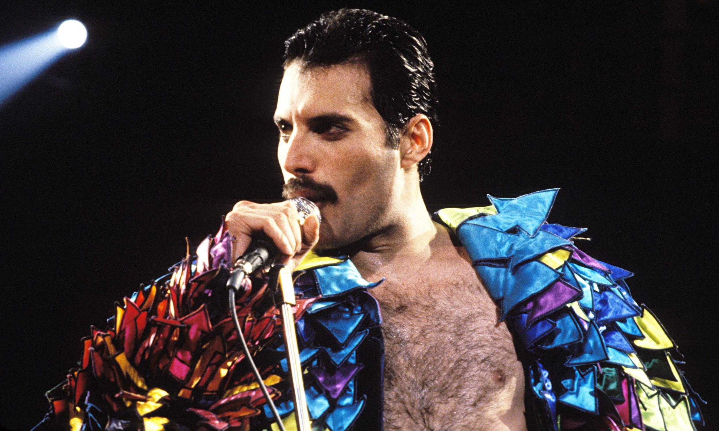 Queens-Freddie-Mercury-in-014.jpg