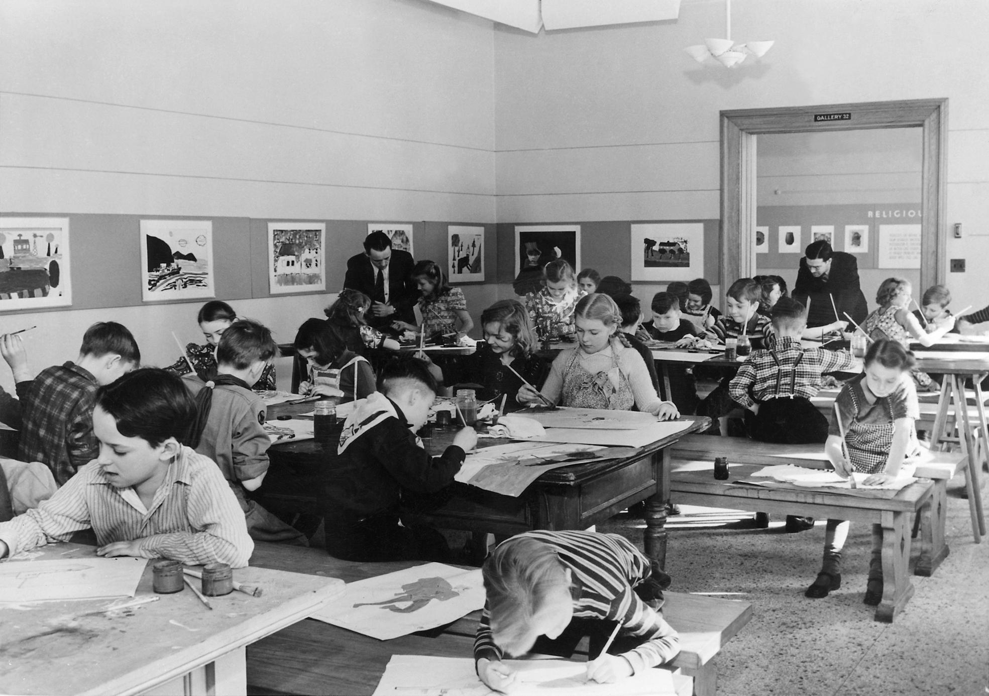 Children's art class at the  Walker Art Center , Minneapolis, Minnesota (Wikipedia)