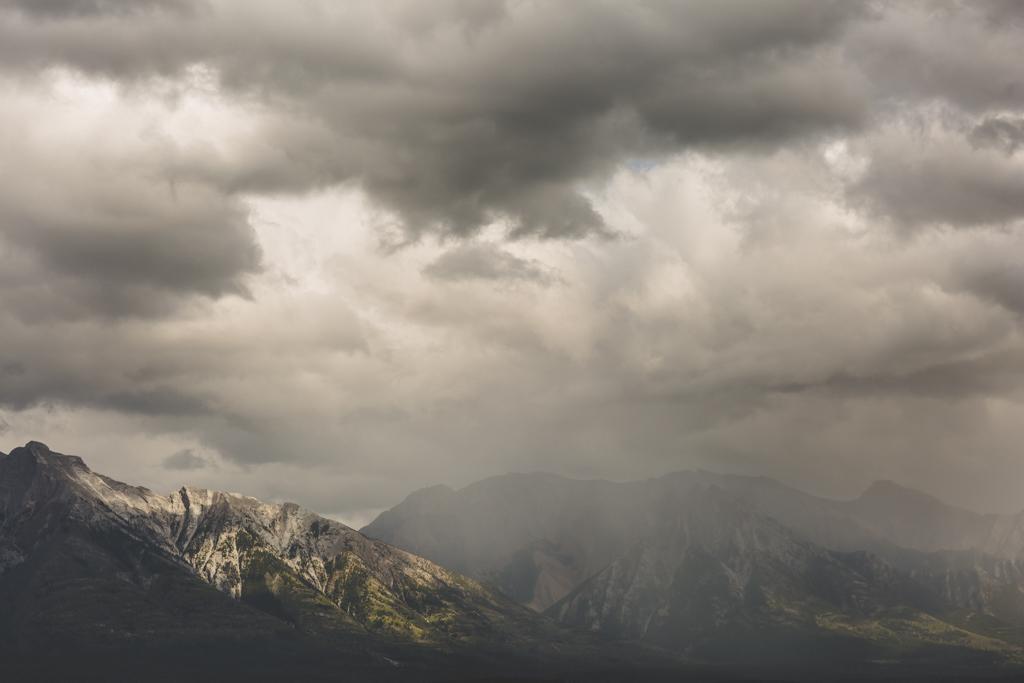 BanffWeddingPhotographer-35.jpg
