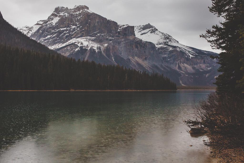 LakeLouiseElopement-49.jpg