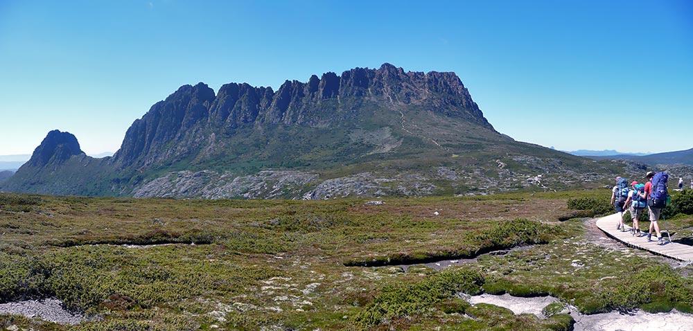Hiking_towards_Cradle_Mountain.jpg