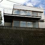 坂の上のデッキハウス
