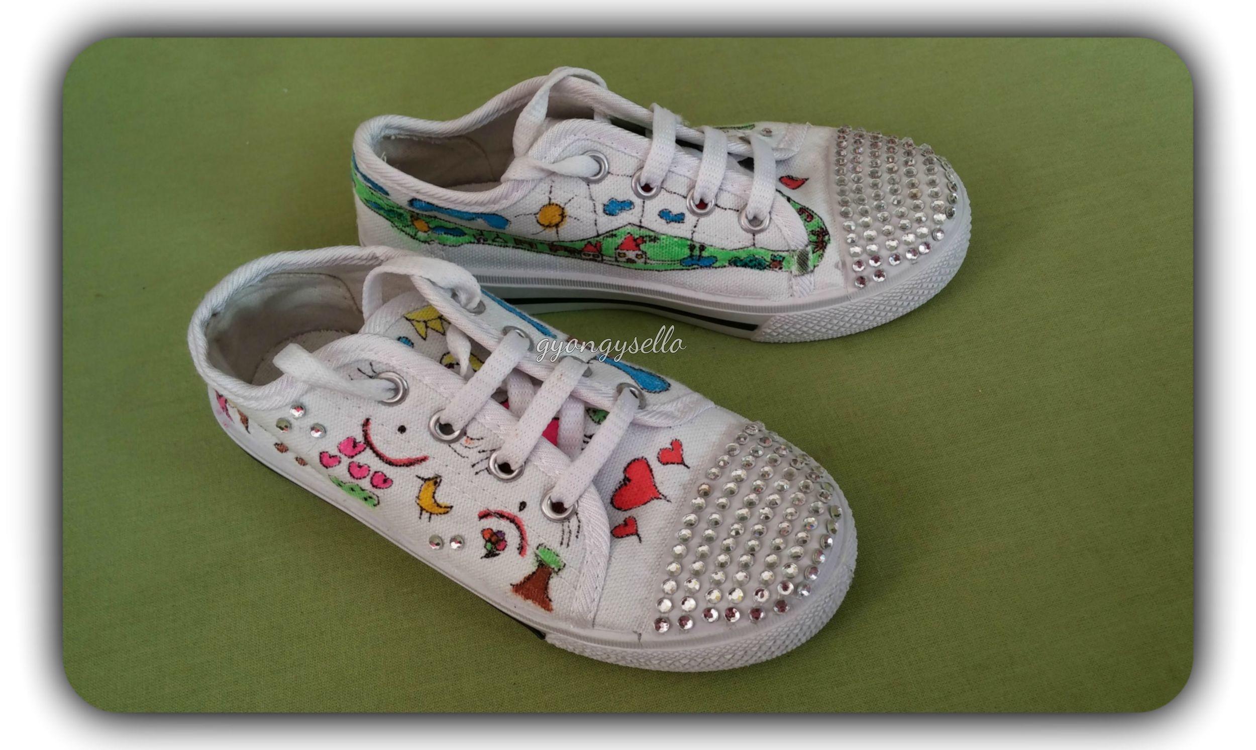 Egyedi rajzos vászoncipő