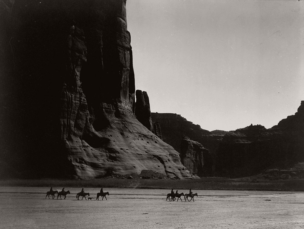 A group of Navajo in the Canyon de Chelly, Arizona , 1904.    ©EDWARD S. CURTIS/LIBRARY OF CONGRESS