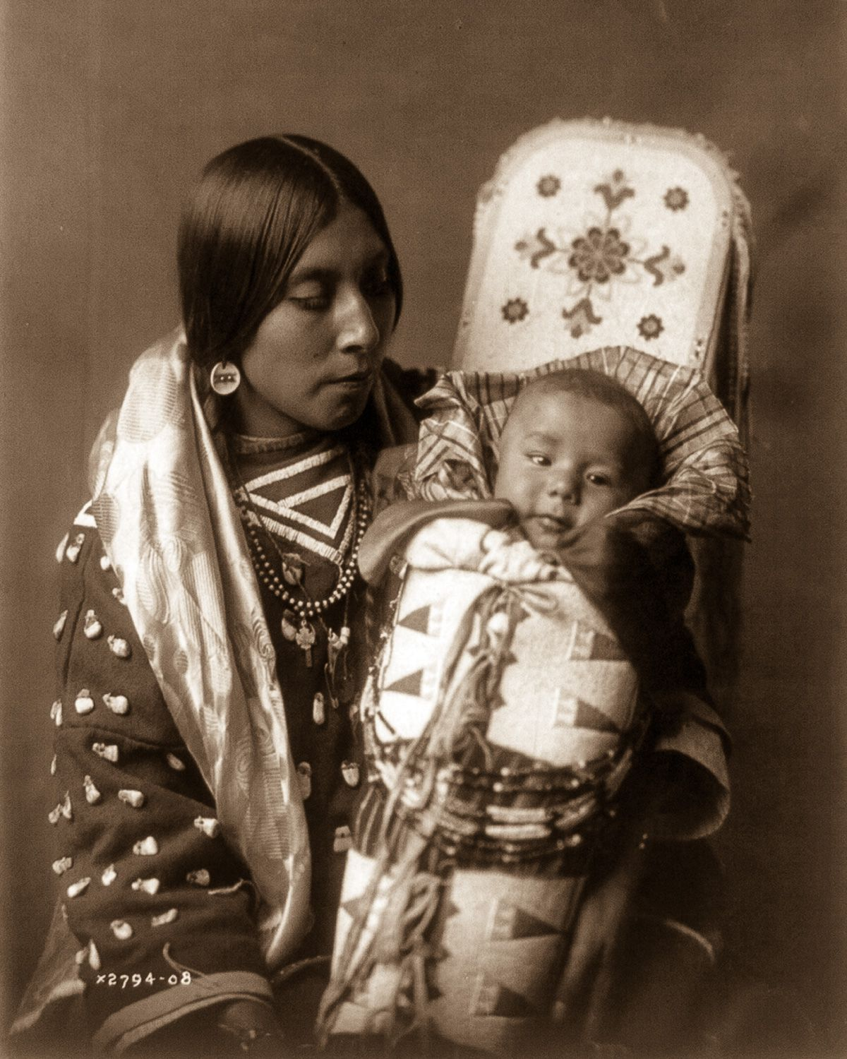An Apsaroke mother and child, 1908.  ©EDWARD S. CURTIS/LIBRARY OF CONGRESS