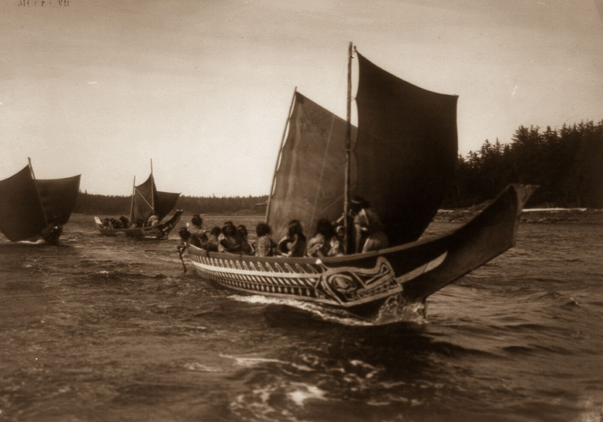 Kwakiutl people in canoes in British Columbia,  1914 .   ©EDWARD S. CURTIS/LIBRARY OF CONGRESS