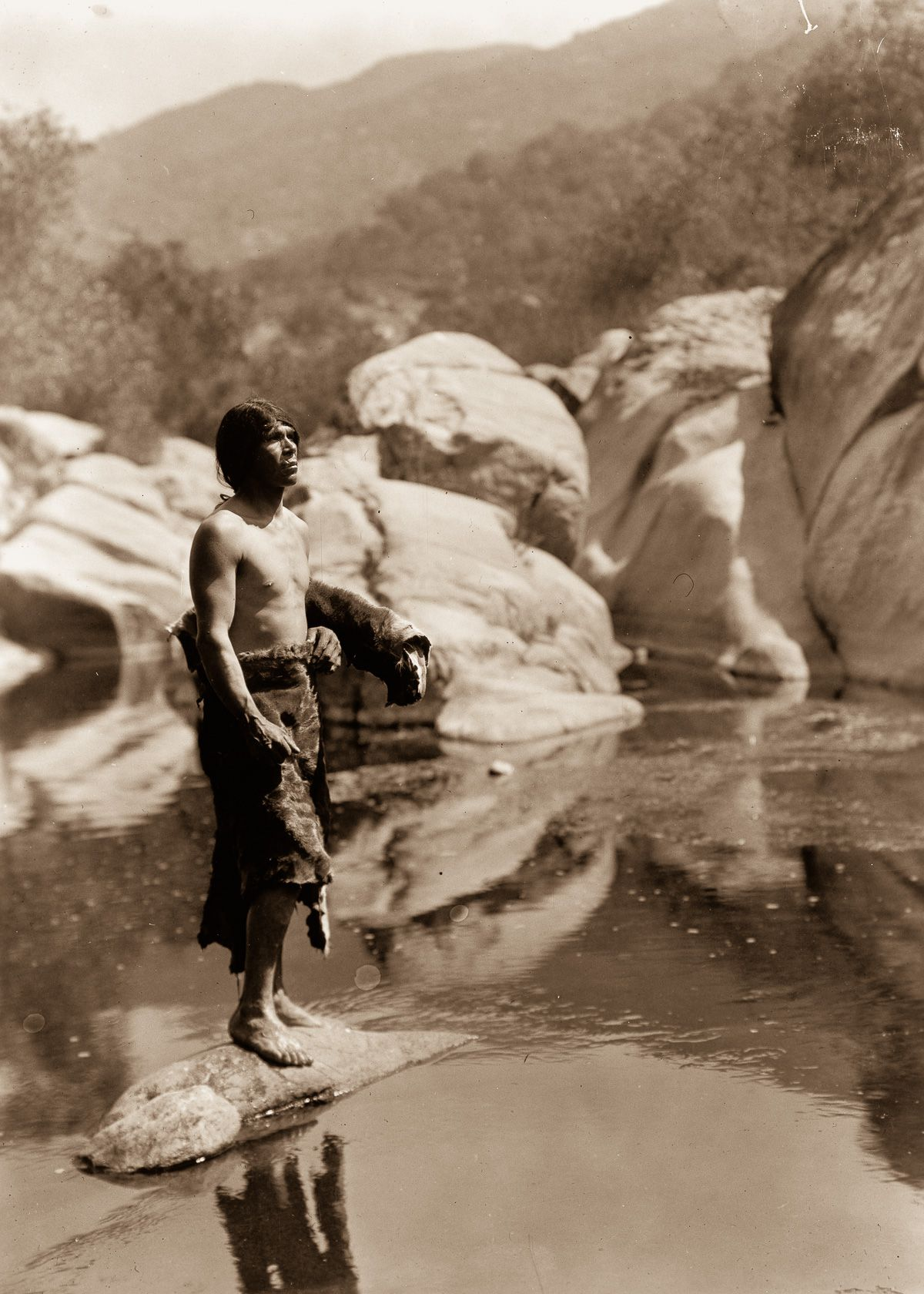 A Mariposa man on the Tule River Reservation,  1924.  ©EDWARD S. CURTIS/LIBRARY OF CONGRESS