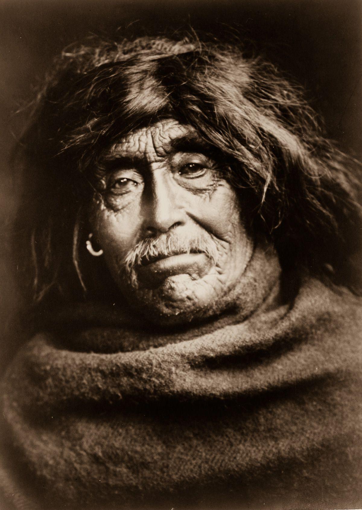 Mowakiu, a Tsawatenok man,  1914.  ©EDWARD S. CURTIS/LIBRARY OF CONGRESS
