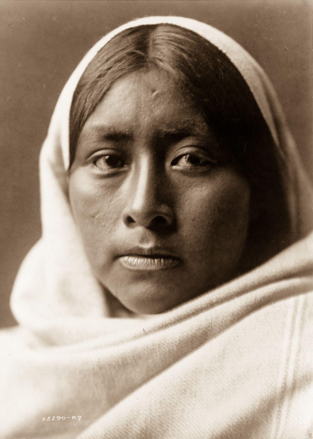 A Papago woman,  1907.  ©EDWARD S. CURTIS/LIBRARY OF CONGRESS