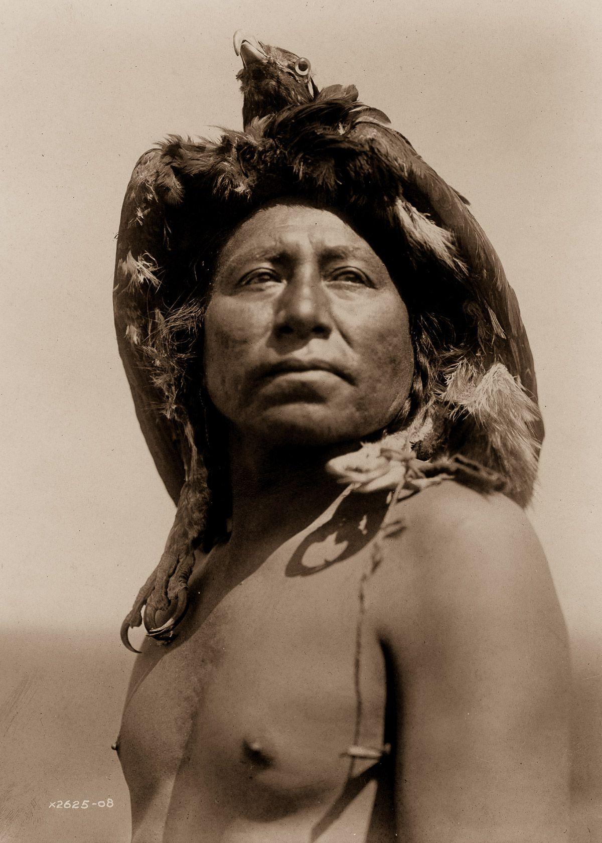 An Apsaroke shaman,  1908.  ©EDWARD S. CURTIS/LIBRARY OF CONGRESS