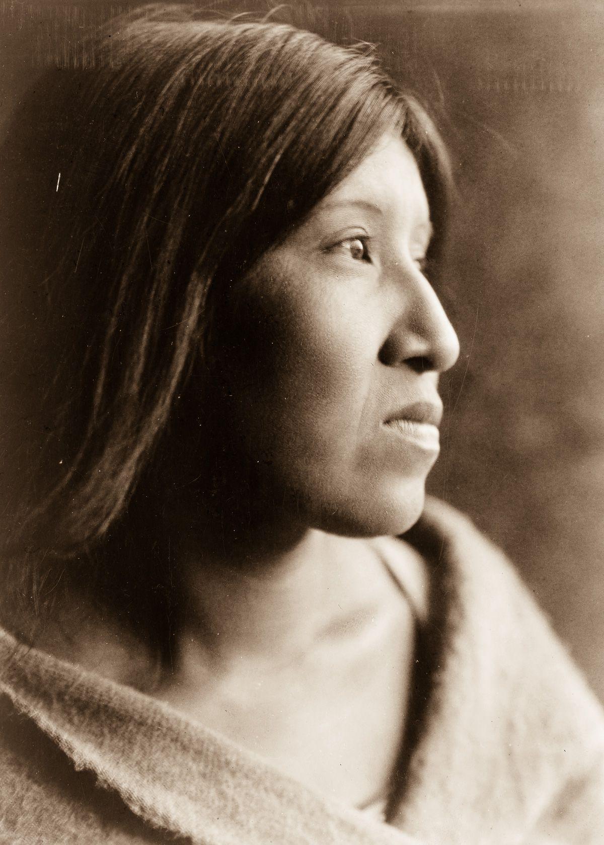 A Cahuilla woman,  1924.  ©EDWARD S. CURTIS/LIBRARY OF CONGRESS