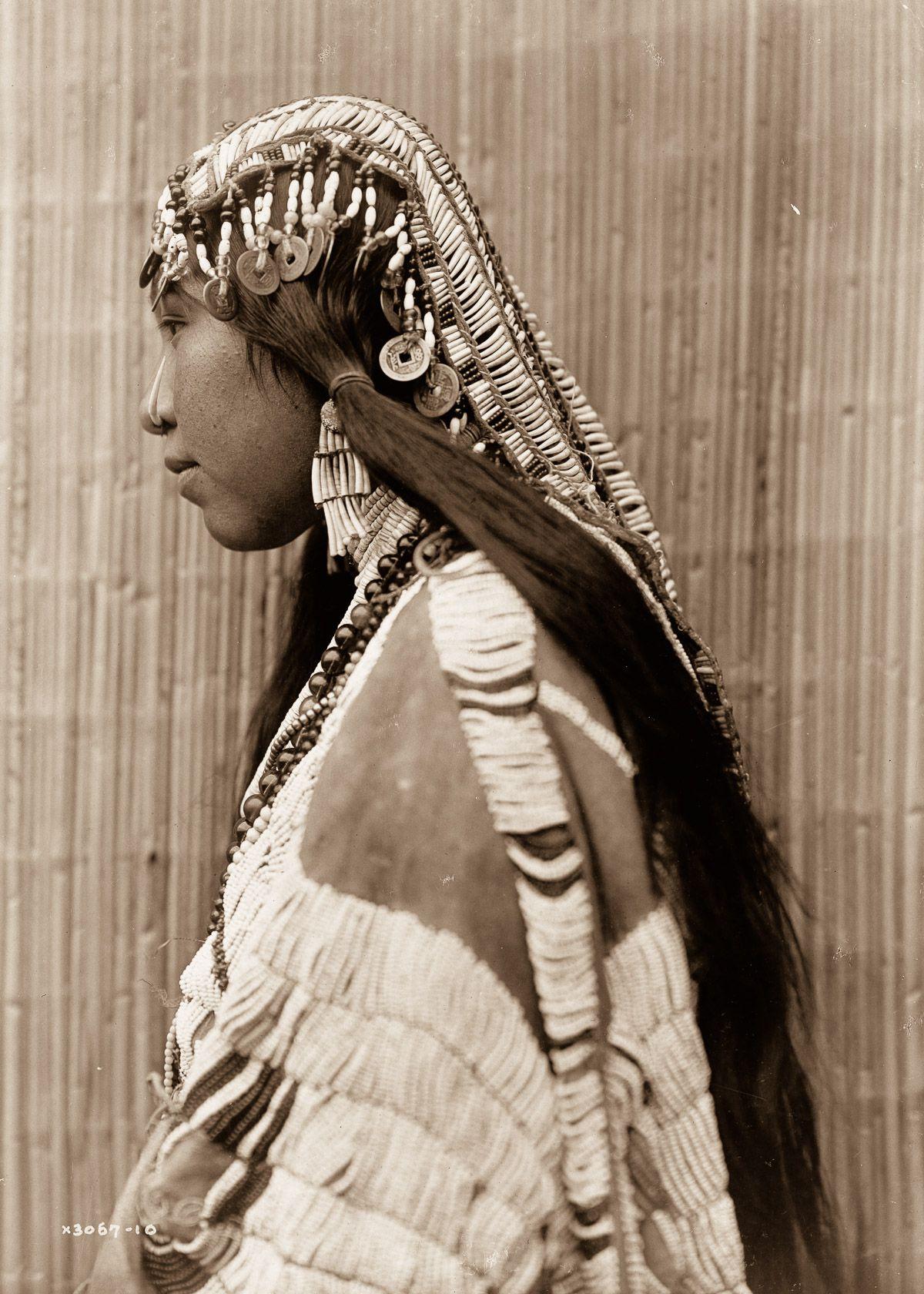 A Wishran girl,  1960.  ©EDWARD S. CURTIS/LIBRARY OF CONGRESS