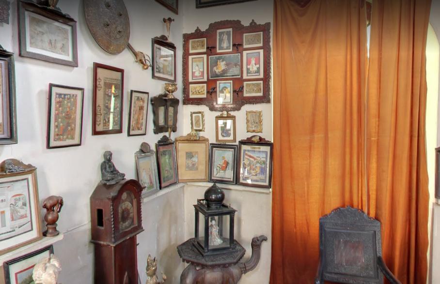 Inside Fakir Khana Museum