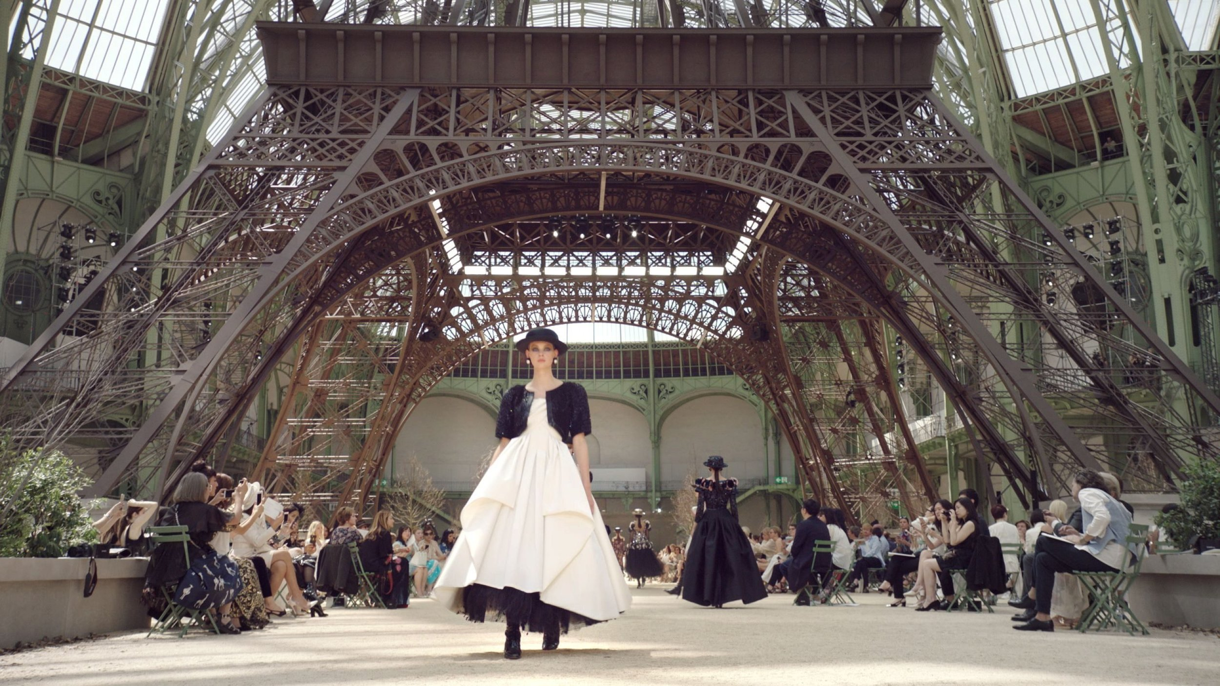 CHANEL COUTURE FALL/WINTER 2017 © CHANEL