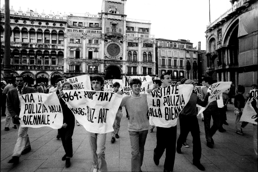 Students protesting the 34th Venice Biennale, 1968.  Courtesy: © the artist Ugo Mulas & Open Eye Gallery, Liverpool